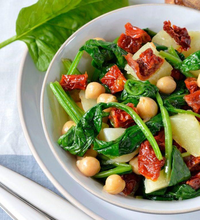 insalata di ceci, spinaci pomodori secchi e patate