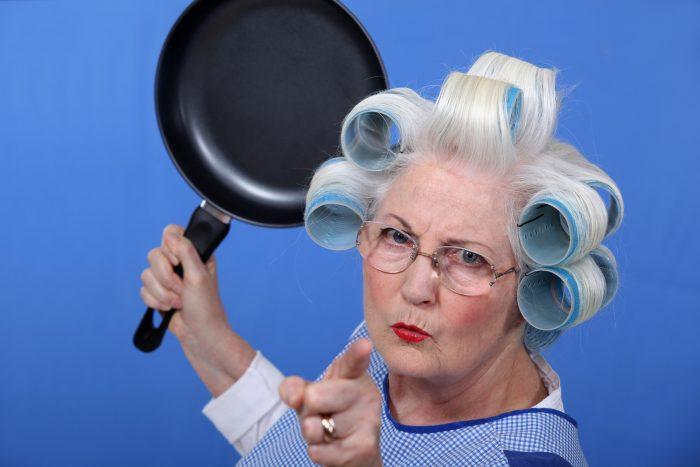 la nonna si arrabbia con una ragazza vegna