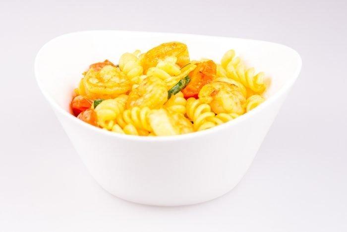 pasta con gamberi, zucchine e curry