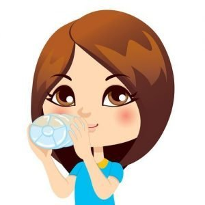 ragazza beve acqua e migliora la sua forma fisica