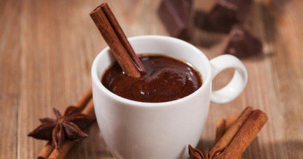 cioccolata calda per colazione romantica