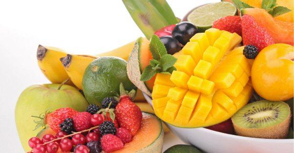 frutta per una colazione romantica