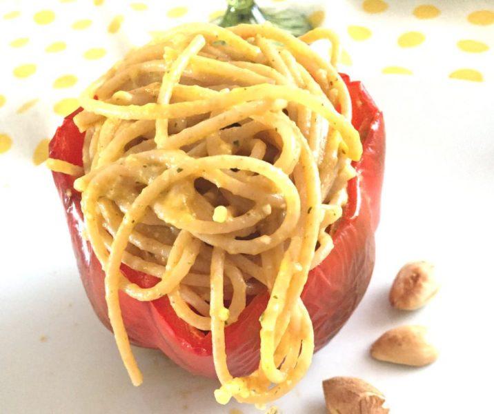spaghetti peperoni mandorle e grana